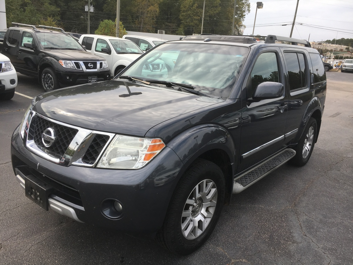New Nissan Trade – 2010 Nissan Pathfinder LE 4×4 – Rare Find with Navigation, Four Wheel Drive, DVD, and Moonroof – Just Arrived