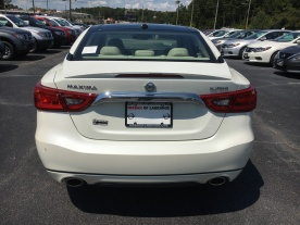 17-maxima-platinum-medallion-pearl-white-cashmere-leather-nissan-of-lagrange-atlanta-auburn-columbus-newnan-6