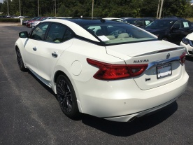 17-maxima-platinum-medallion-pearl-white-cashmere-leather-nissan-of-lagrange-atlanta-auburn-columbus-newnan-8