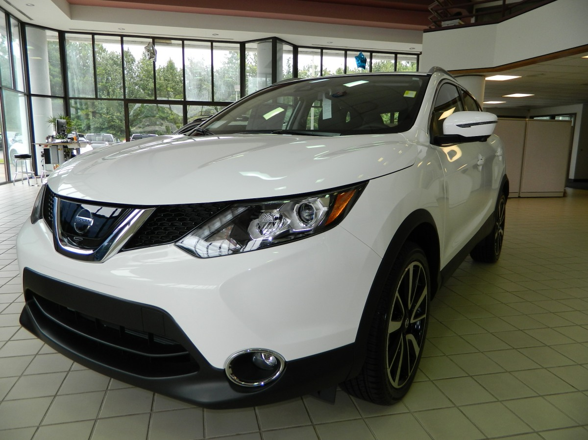 2017 Nissan Rogue Sport SL Glacier White All-Wheel Drive Video